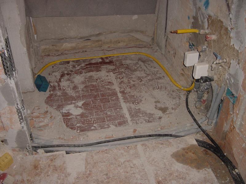 Classica ristrutturazione appartamento fullcasa - Attacco gas cucina ...